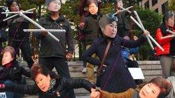 """Sự thật về nhóm """"Bát tiên"""" bí ẩn đứng sau điều khiển tổng thống Hàn Quốc"""