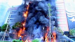Cháy quán karaoke: Biển lửa thiêu rụi hàng loạt ô tô, xe máy
