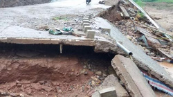 Quảng Trị: Cầu đứt gẫy, hơn 90 hộ dân bị cô lập