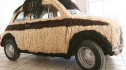 Dùng 100kg tóc để trang điểm cho ô tô Fiat 500 cổ