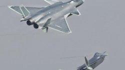 """""""Sát thủ tàng hình"""" Trung Quốc đủ sức diệt F-22 Mỹ?"""