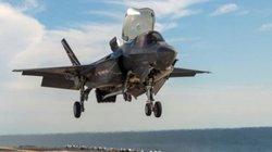 Tiêm kích F-35 lần đầu hạ cánh thẳng đứng trên tàu đổ bộ