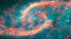 'Con mắt vũ trụ' hiện ra từ cuộc đụng độ giữa hai thiên hà