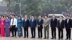 Chủ tịch Hà Nội đặt hoa tại Tượng đài Lênin
