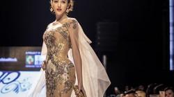 Huyền My gợi cảm khó cưỡng trên sàn diễn thời trang Malaysia