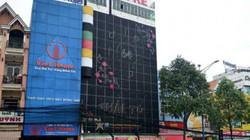 Biển quảng cáo 'khủng' bịt kín mặt tiền giăng khắp SG