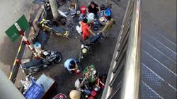 Chợ cóc bủa vây cầu bộ hành giữa Thủ đô