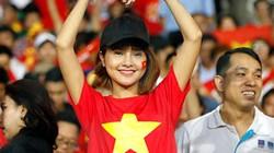 Dàn CĐV nữ xinh đẹp cổ vũ Việt Nam hạ Myanmar