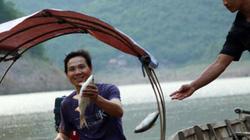 Vượt thác ghềnh mặc hiểm nguy để thu mua cá trên dòng Nậm Nơn