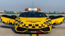 Lamborghini Huracan được dùng làm xe dẫn đường máy bay