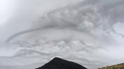 Anh: Mây hình sóng biển lần đầu tiên xuất hiện trong 50 năm