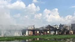 Cháy lớn xưởng sản xuất mũ bảo hiểm ở ngoại ô TP.HCM
