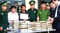 Hà Tĩnh: Bắt 2 đối tượng người Lào vận chuyển 60 bánh ma túy