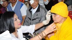 Việt Trinh góp nửa tỷ mổ mắt cho bệnh nhân nghèo