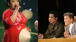 """Ngọc Sơn bị """"cưỡng hôn"""" trên sân khấu"""