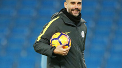 Trước đại chiến với Chelsea, Guardiola bắt học trò tập tối