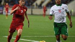 Clip ĐT Việt Nam thua Indonesia vì sân... quá xấu