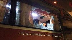 ĐT Việt Nam bị loại, CĐV nổi giận ném vỡ kính xe chở ĐT Indonesia