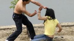Từ vụ bị chia tay lột đồ người yêu: Không được yêu là làm nhục?