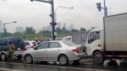 3 ô tô tông nhau trước hầm vượt sông SG, giao thông tê liệt