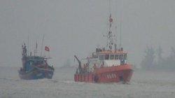 Tàu cá bất ngờ bị tàu lạ đâm thủng rồi bỏ chạy