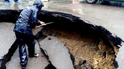 """""""Hố tử thần"""" xuất hiện giữa đường phố Nha Trang"""