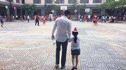 Hậu AFF Cup 2016, Công Vinh bình dị dắt tay con gái đến trường