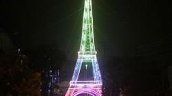 """Dân dựng """"tháp Eiffel"""" cao 34m độc nhất vô nhị đón Noel"""