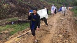 Cáng võng 5km xuyên rừng đưa bệnh nhân nghèo đi cấp cứu