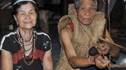 Già làng Cơtu mê đắm làm ná truyền thống