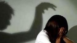 Cha ruột đồi bại ép con gái 15 tuổi quan hệ tình dục