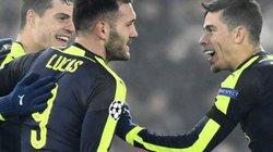 HLV Wenger hé lộ chuyện 2 học trò sửng cổ với nhau