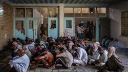 Hàng trăm khủng bố IS quỳ gối xin hàng, tự nhận là đầu bếp