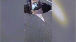 TQ: Tự dưng đất toác ra, kéo siêu xe 17 tỷ cắm đầu xuống