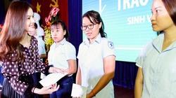 Giang Hồng Ngọc dành cát-xê làm học bổng cho sinh viên nghèo