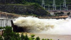 Hồ Hòa Bình đóng 5 cửa xả, thủy điện Sơn La phát điện trở lại