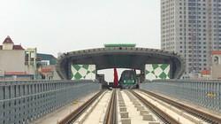 Bất ngờ thấy đoàn tàu Cát Linh - Hà Đông chạy dọc đường sắt trên cao