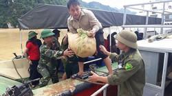 Đi vòng 100km bằng đường thủy cứu trợ các điểm bị cô lập ở Đà Bắc