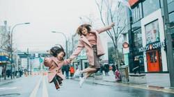 """Bộ ảnh của mẹ đơn thân và con gái khiến dân mạng """"chao đảo"""""""