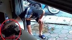 """Clip: Chủ nhà sơ hở bị trộm nhanh tay """"cuỗm"""" laptop"""