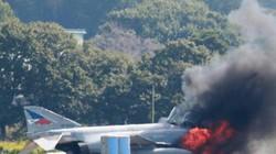 """""""Bóng ma"""" F-4EJ của Nhật Bản bỗng dưng bốc cháy ở Ibaraki"""