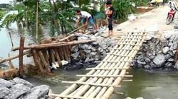 Hà Nội vá 8m đê vỡ ở Chương Mỹ khi nước rút