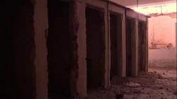 """Cảnh rợn người trong trại """"tử thần"""" tra tấn kẻ thù của IS"""