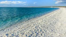 Lạ lùng bãi biển duy nhất trên thế giới không có cát