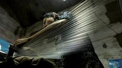 Đến làng Vạn Phúc xem quy trình sản xuất lụa công phu như thế nào