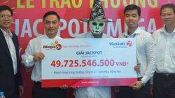 Hóa trang mặt quỷ Halloween đi nhận thưởng 50 tỉ của Vietlott