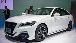 Toyota Crown: Sedan hạng sang thực thụ của Toyota