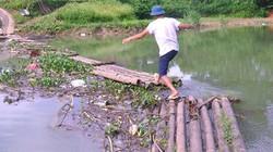 Lạng Sơn: Rùng mình qua cầu làm bằng bè mảng chòng chành trên sông