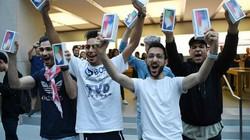 Lộ diện chủ nhân mua iPhone X đầu tiên có giá 41,5 triệu đồng