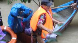 Bão số 12 giật mạnh, tỉnh Bình Định cho học sinh nghỉ học